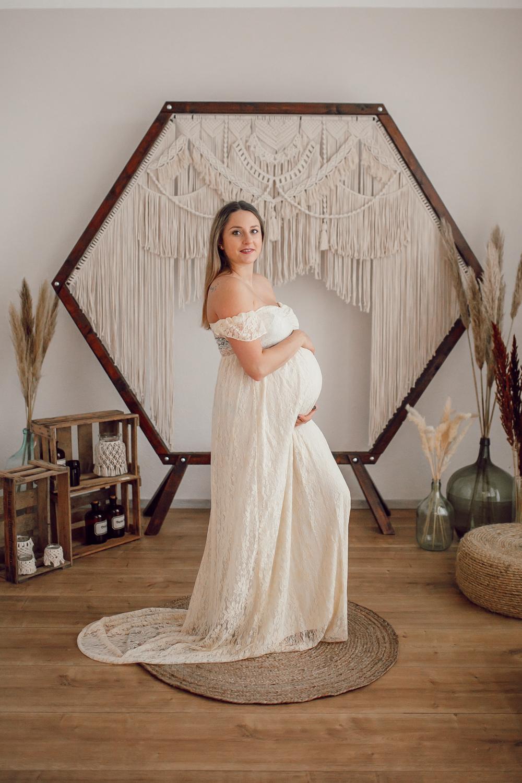Babybauch-Fotos-im-Studio-Schwangerschaftsfotos-Babybauchkleid-Schwanger-5