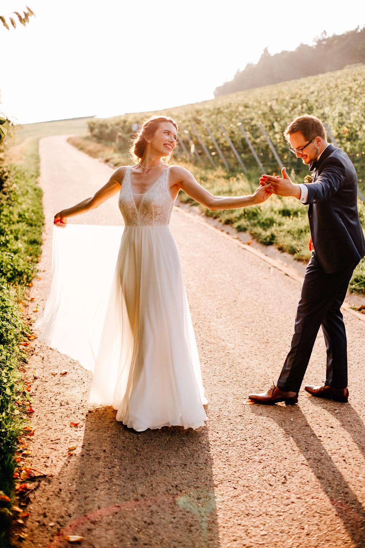 Hochzeit-Freie Trauung-Frau Pi-Tiefenbach-Östringen-Weingut-Weingut Heitlinger-Heitlinger-Hochzeitsfotograf-Bruchsal-Graben Neudorf-19